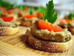 Open face sandwich with smoked aubergine salad