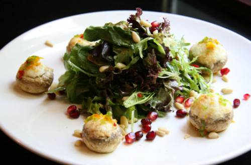 Stuffed mushrooms with salad with pine nuts